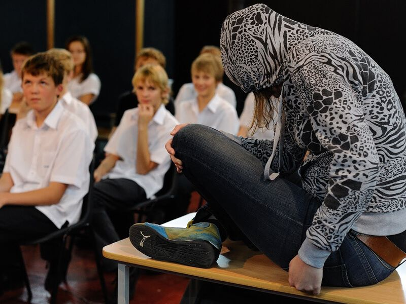Theaterbureau De Rode Loper Pesten Op School